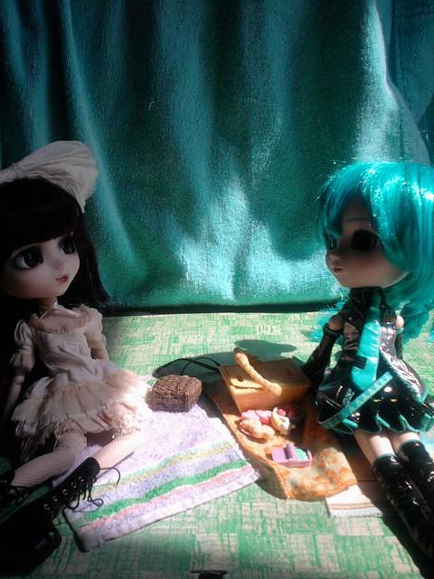 Nessie & Miku 001