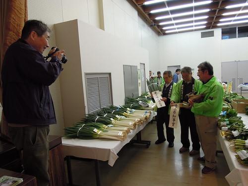 蕨市園芸品評会 埼玉新聞の記者さんに取材されました。