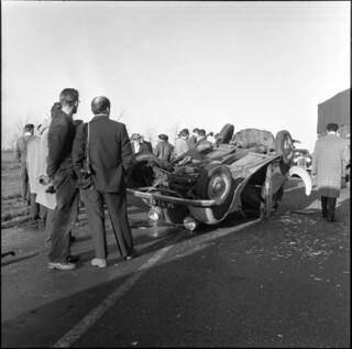 12-02-1958_15589 Mercedes over de kop