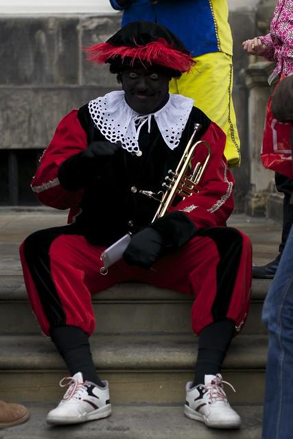 zwarte piet plus trompet
