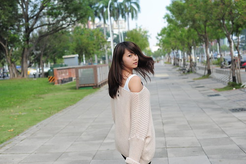 [フリー画像素材] 人物, 女性 - アジア, セーター, 女性 - 振り向く, 台湾人 ID:201201171800