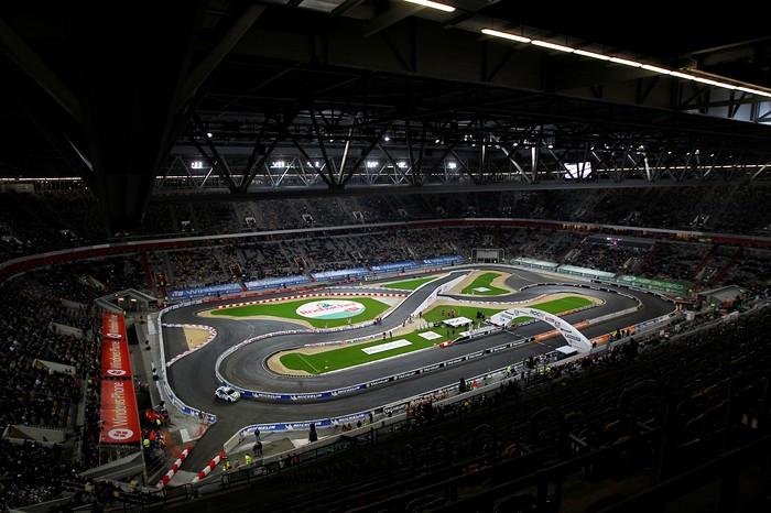 Стадион ESPRIT Arena в Дюссельдорфе, где проходила Гонка чемпионов-2011