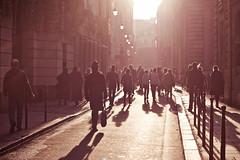 [フリー画像素材] 人物, 道路・道, 都市, 人物 - 群集, 風景 - フランス, フランス - パリ ID:201112141200
