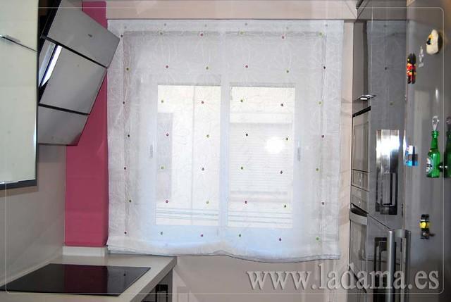 Cortinas para cocina visillos y estores con tejidos for Cortinas visillos para cocina
