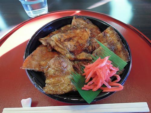 昼食は豚丼。