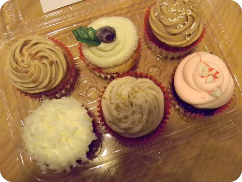 Cupcakes by The Frosted Cake Shop & Best Friends for Frosting