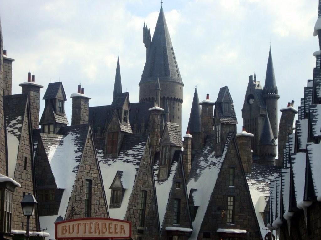 Entramado de casas y tejados en la mágica ciudad que acoge el castillo de Hogwarts navidades en hogwarts, donde habita la magia - 6550393061 5eb504b3f9 o - Navidades en Hogwarts, donde habita la magia