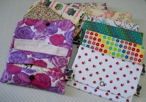 porta absorventes e lenços by Panos e Contas