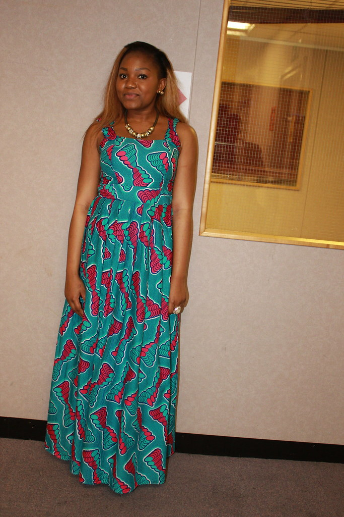 love seeing ladies wearing African print and still look trés chic ...