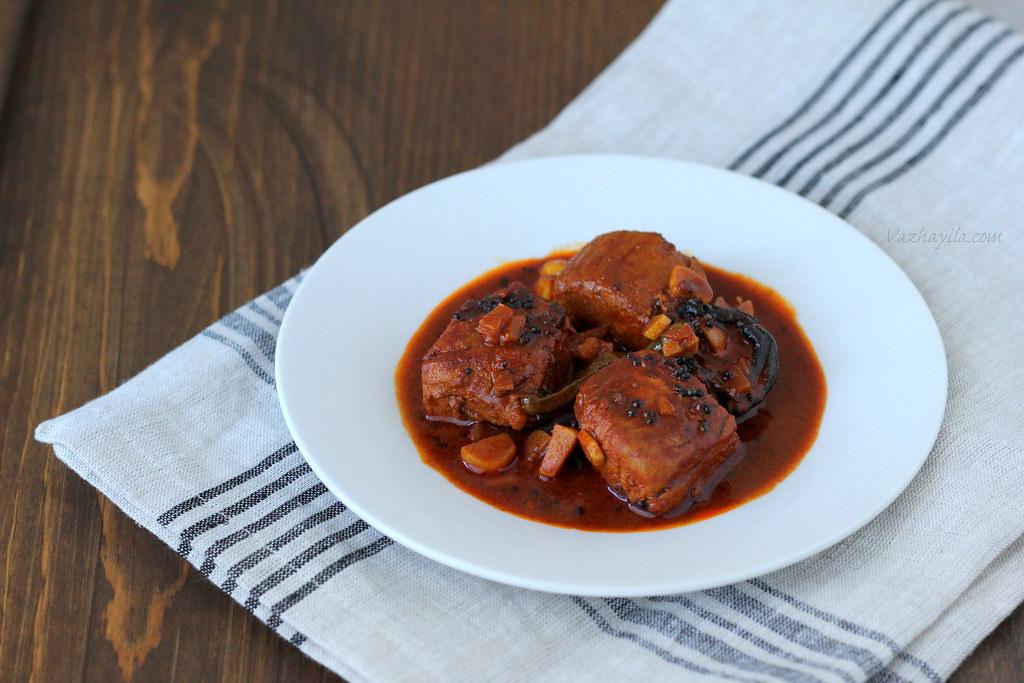 Kuttanadan Meen curry Vazhayila-1