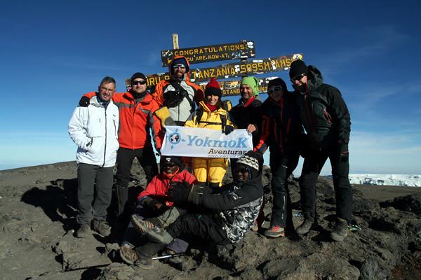 6684822353 48bd989a87 z El equipo YokmoK hace cumbre en el Kilimanjaro