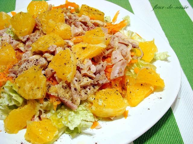 салат с курицей, морковью и апельсином