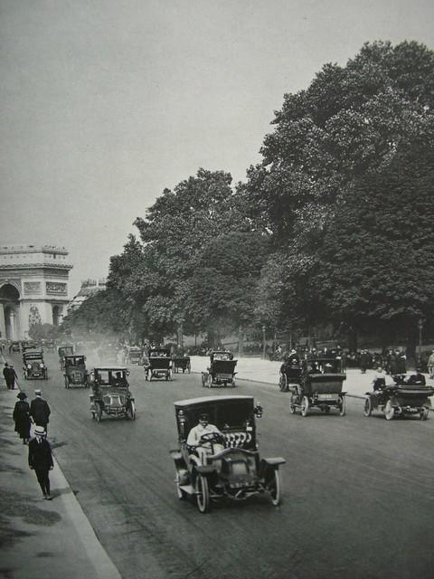 L'avenue du bois, aujourd'hui avenue Foch,  aux environs de 1900 ou un peu plus tard..., Paris XVIe