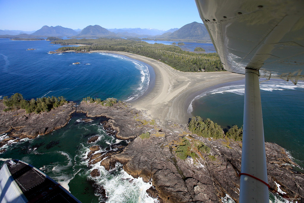 Tofino by floatplane (courtesy Tofino Air).