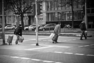 Изображение на wagon. life street people art cars walking real photography trafficlight fotografie faces personal thomas candid running menschen leben packages imaginarium fotoimaginarium szynkiewicz