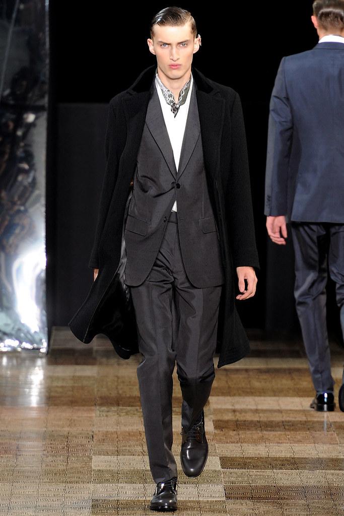 Charlie France3580_FW12 Paris Louis Vuitton(VOGUE)
