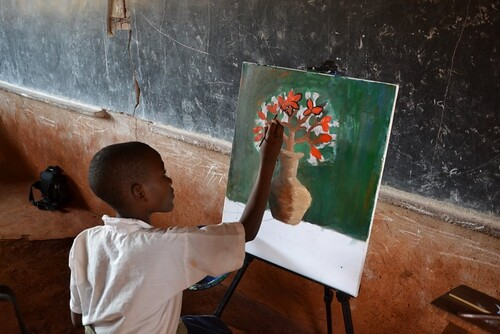 UNHCR New Story: Art project brings together Congolese refugees and Tanzanian students