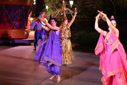 Aladdin dancers - Mickey's Soundsational Parade