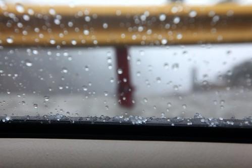 IMG_3035_@鳶峰_下冰雹了_隔著車窗拍的_在車裡都可以聽到粒粒皆明的霹靂啦啦聲