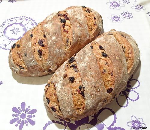 Rozijnenbrood met koekkruidenen en pecannoten