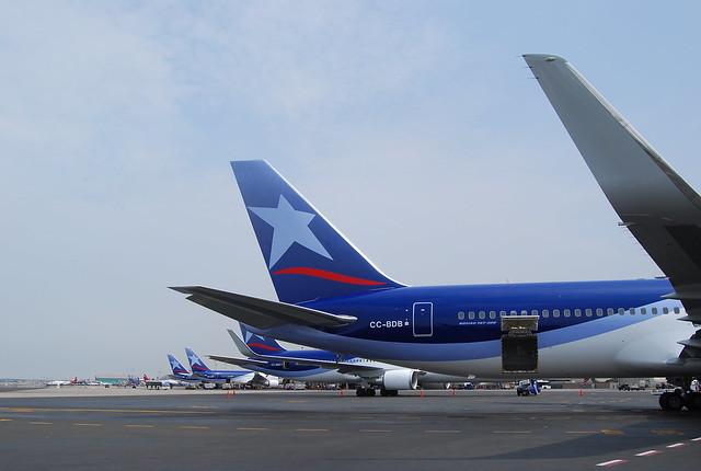 Aviones de LAN Airlines en Lima