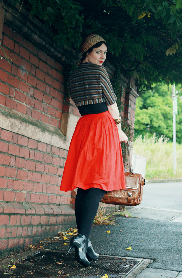 red skirt stripe jacket b
