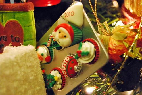 Muffin tin ornament