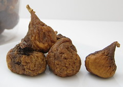 [photo-close up dried figs]