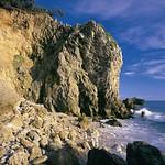 壽山壯麗的珊瑚礁石灰岩海岸。(攝影:康村財;營建署提供)