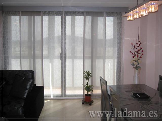 Decoraci n para salones modernos cortinas paneles japone - Cortinas para salones modernos ...