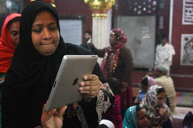 City Moment – The Woman's iPad, Hazrat Nizamuddin Dargah