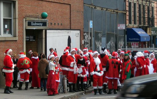 Santas head underground in NYC (by: Eric Jaeger, creative commons license)