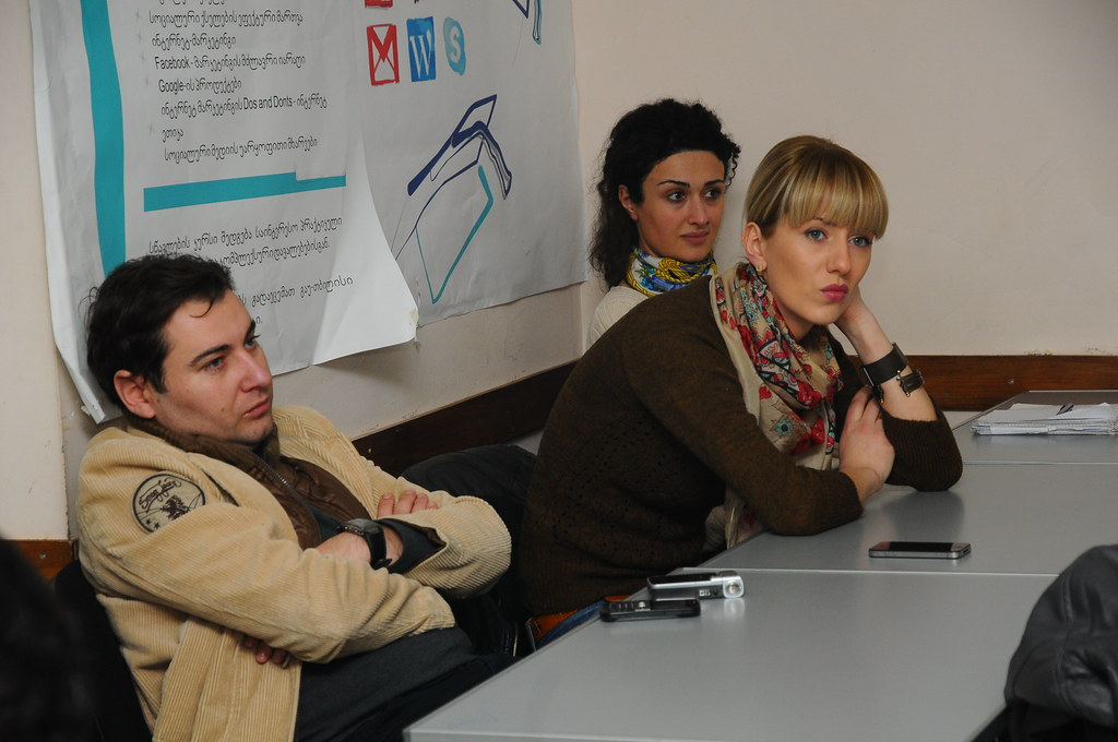 Presentation of Unicard and Blog Groups