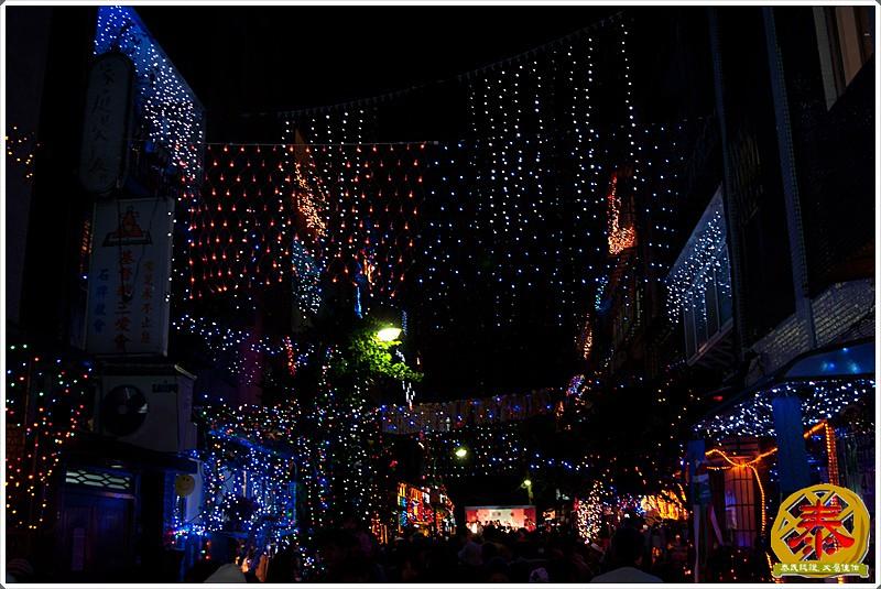 2011-12-24-聖誕巷插旗-6
