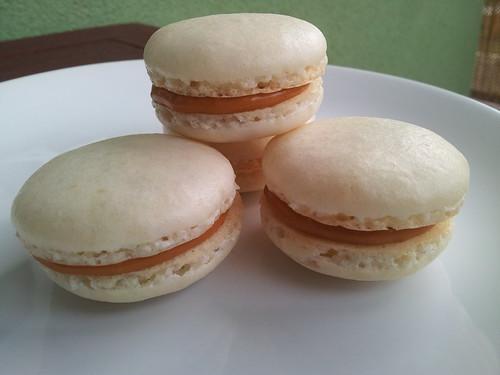 Makaronky s karamelovym kremem / Macarons with caramel filling