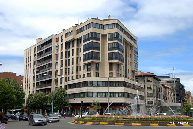 Plaza de las merindades pamplona edificio de oficinas y for Oficinas bankinter pamplona