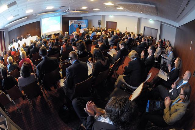 """Konferencja """"Rozwijanie współpracy pomiędzy kształceniem zawodowym, szkolnictwem wyższym i uczeniem się dorosłych w odpowiedzi na wyzwania uczenia się przez całe życie."""""""