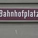 Schild: Bahnhofplatz