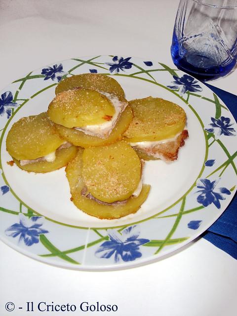Sandwiches di patate, porchetta e caciotta