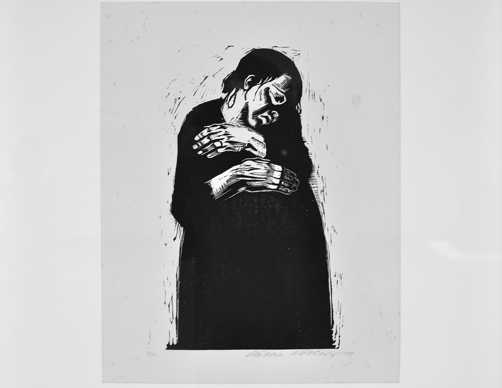 kathe kollwitz essay Kathe kollwitz the complete print cycles käthe kollwitz (1867-1945) created 99 etchings, 133 lithographs, 42 woodcuts, 19 extant sculptures and roughly 1,450 drawings in a career that spanned over half a century, but she is best known for her five print cycles: revolt of the weavers (1893-98), peasant war (1902-08), war (1921-22), proletariat.