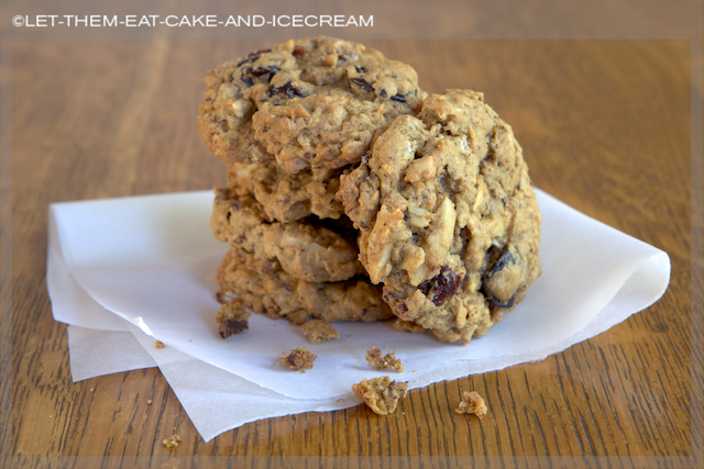 Chocolate Cherry Oatmeal Cookies with almonds – perfect with a cup ...