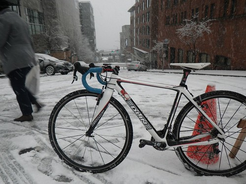 Redline Conquest Carbon in snow