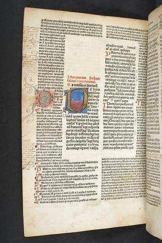 Illuminated initial in Gregorius IX, Pont. Max.: Decretales cum glossa