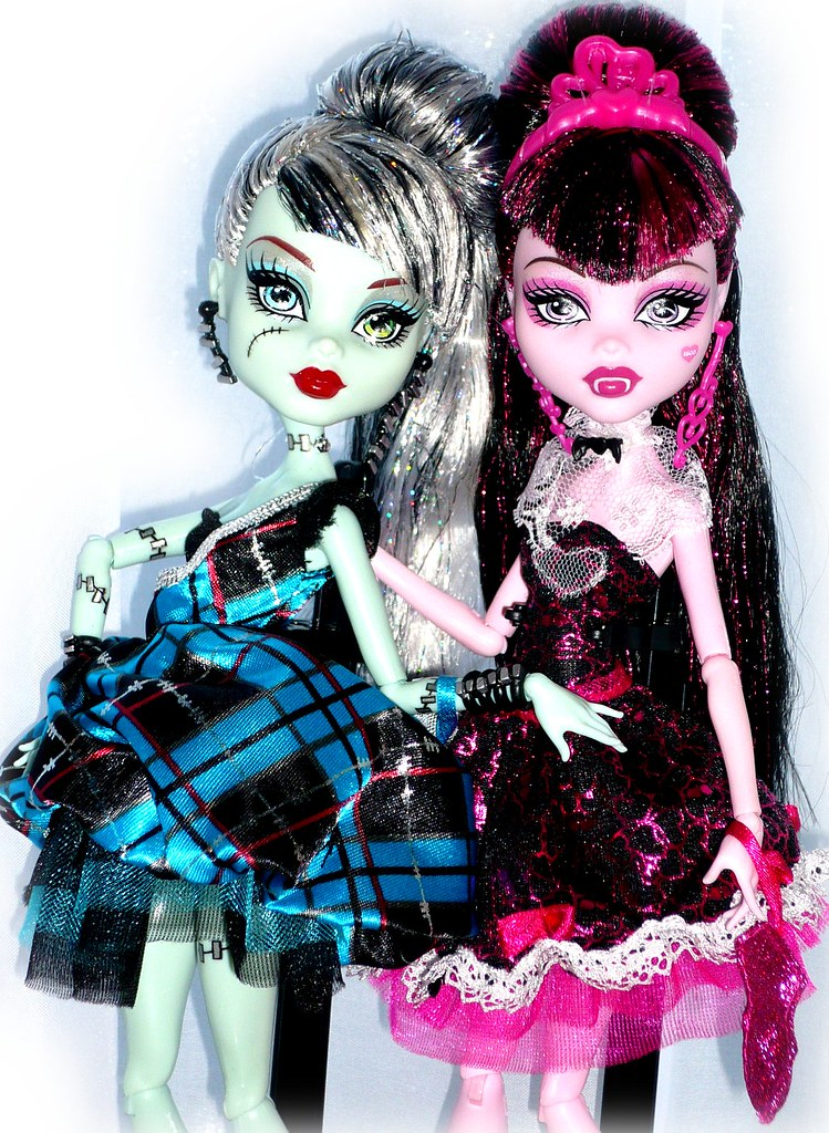 s1600dfmonster high sweet 1600 frankie stein and draculaura a photo on flickriver. Black Bedroom Furniture Sets. Home Design Ideas