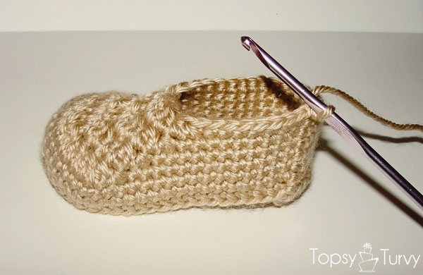 crochet-baby-wrap-button-boot-base