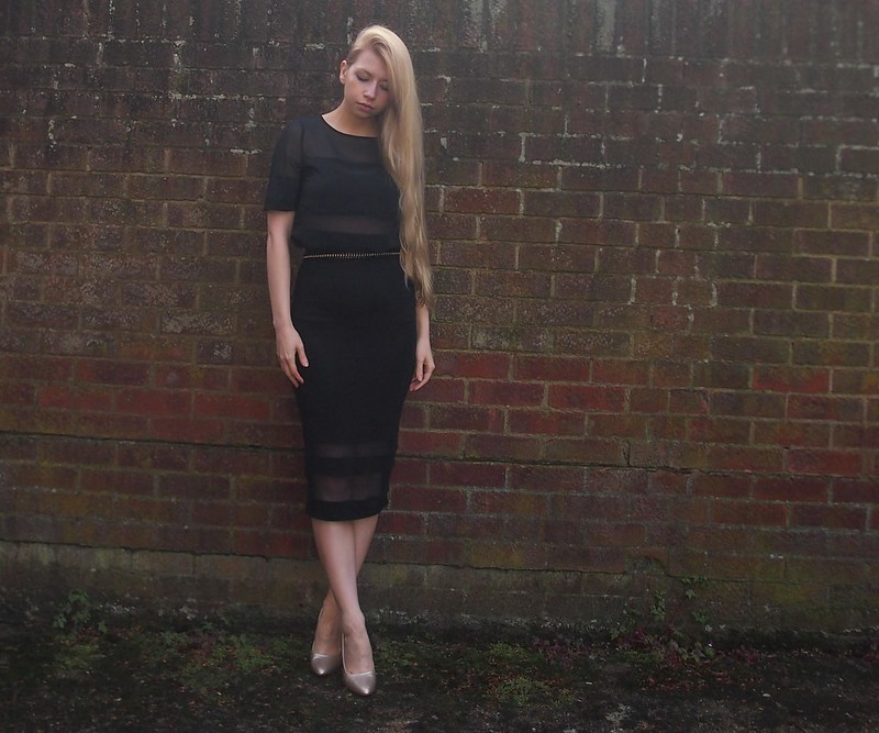 Sam Muses, UK Fashion Blog, London Style Blogger, Sheer Panel, Mesh, George, ASDA, G21, Matalan, Pencil, Midi Skirt, T-Shirt, Sports Luxe, Gold Heels, Metallic, Court Shoes, F&F, Primark, Chain Link Belt, Chanel, How to Wear, SS14