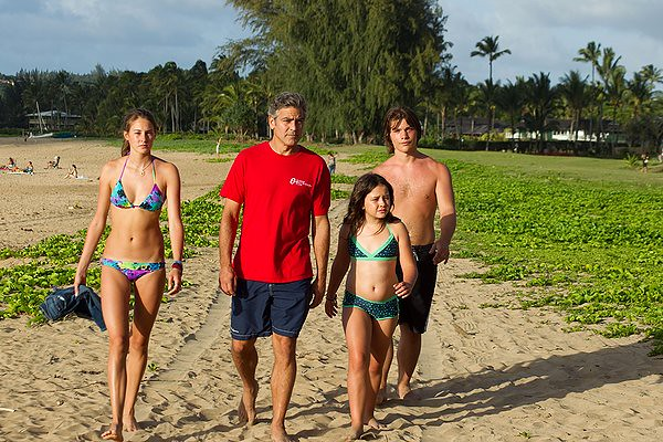 (L-R) Shailene Woodley, George Clooney, Amara Miller and Nick Krause do dysfunction the Hawaiian way in THE DESCENDANTS.