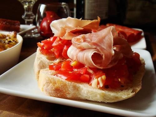 Tapas: Pan Con Tomate y Jamon