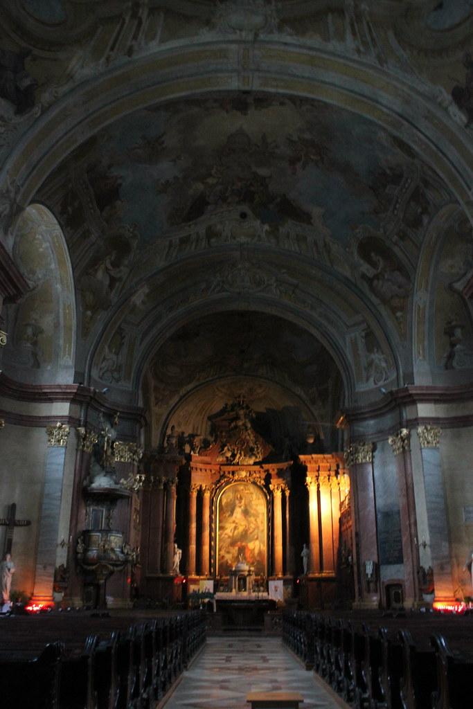 Interior de la catedral de Székesfehérvár