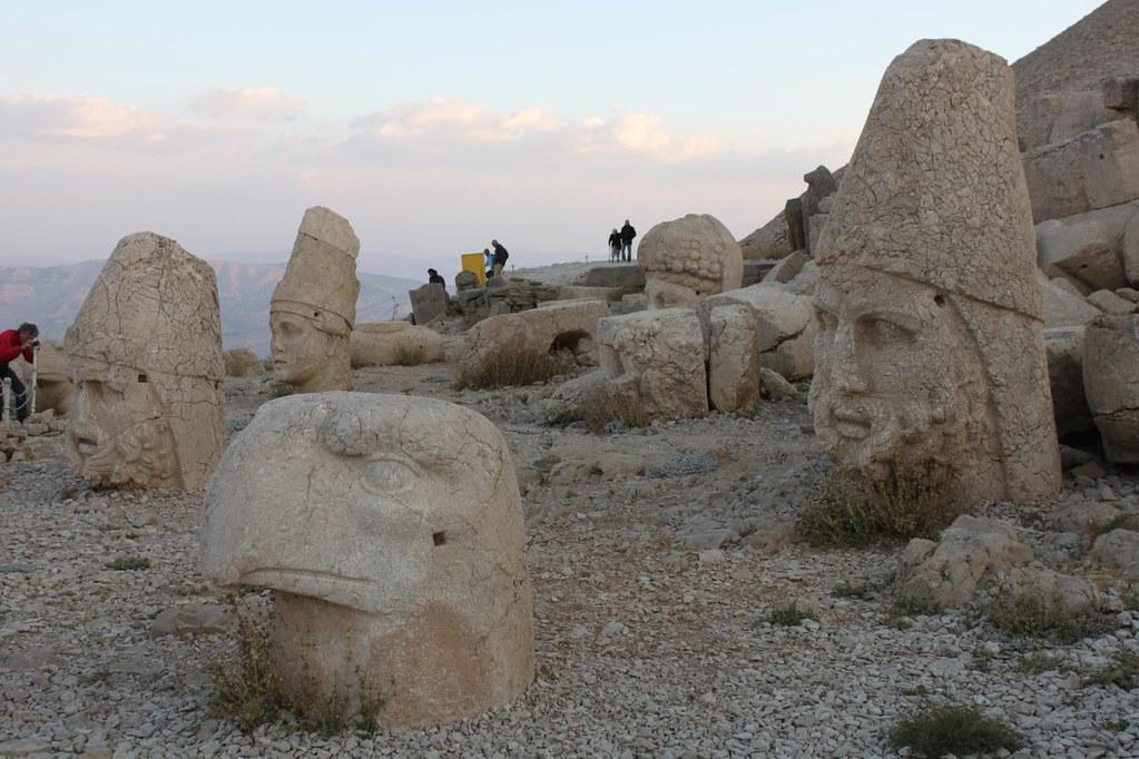 Estatuas del túmulo funerario